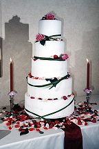 Floral decoration for the wedding cake (21)
