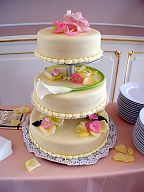 Floral decoration for the wedding cake (161)