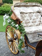 Floral decoration for the carriage