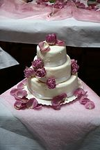 Floral decoration for the wedding cake (580)