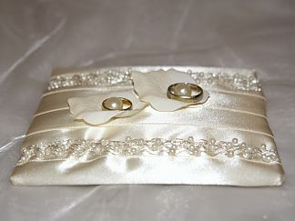 Cushion for the wedding rings