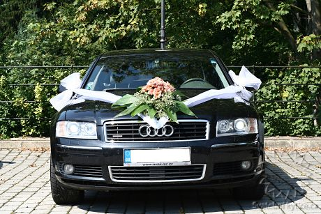 Decoration for the wedding car